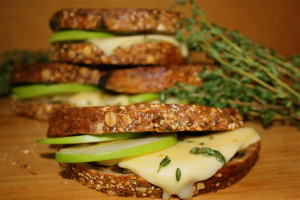 Grilled cheese with honey & apples